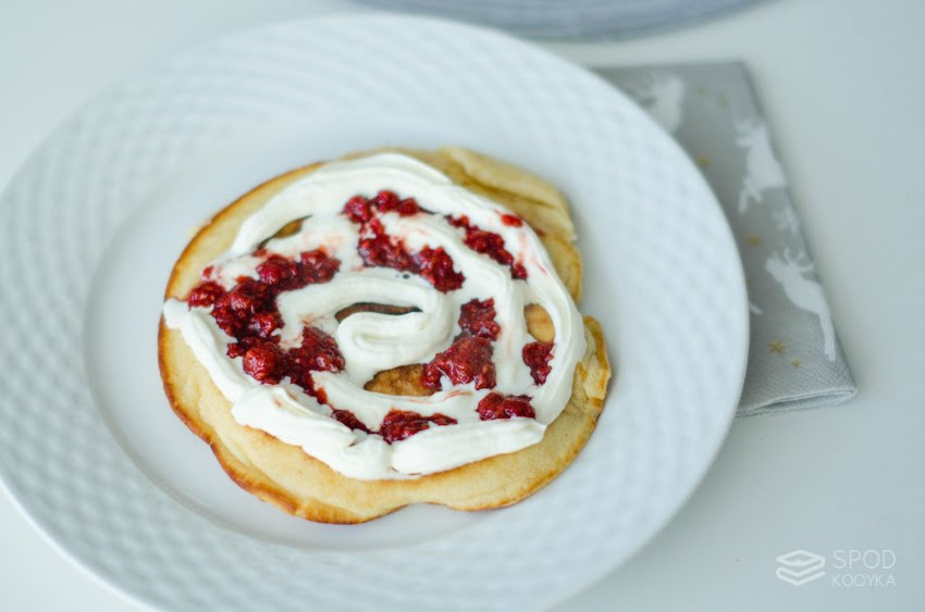 amerykańskie pancakes magdy gessler z malinami i bitą śmietaną
