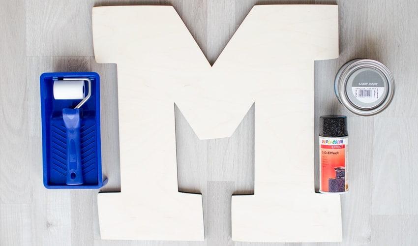 children's room personalization letter M