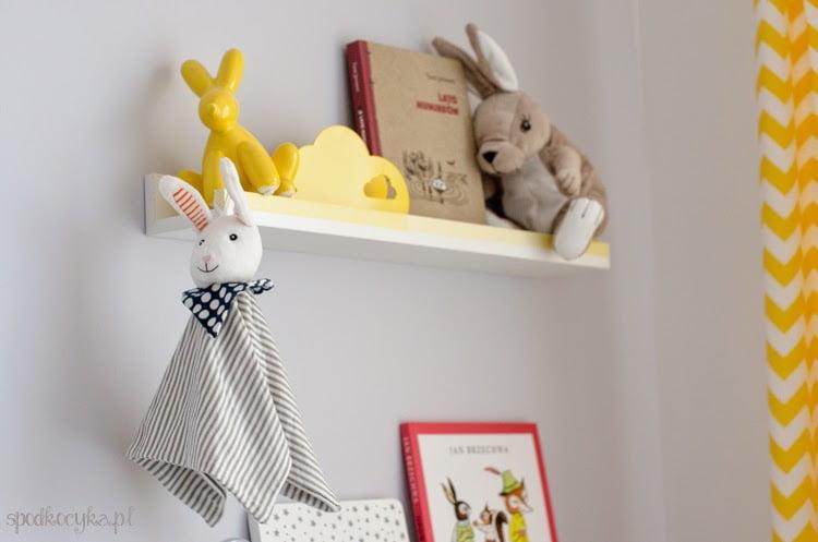 pokoik dla dziecka ikea zajączki króliki półeczki na książki zdjęcia RIBBA IKEA