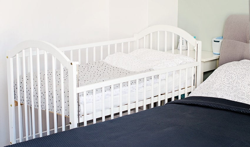 cosleeping cot with lowered side