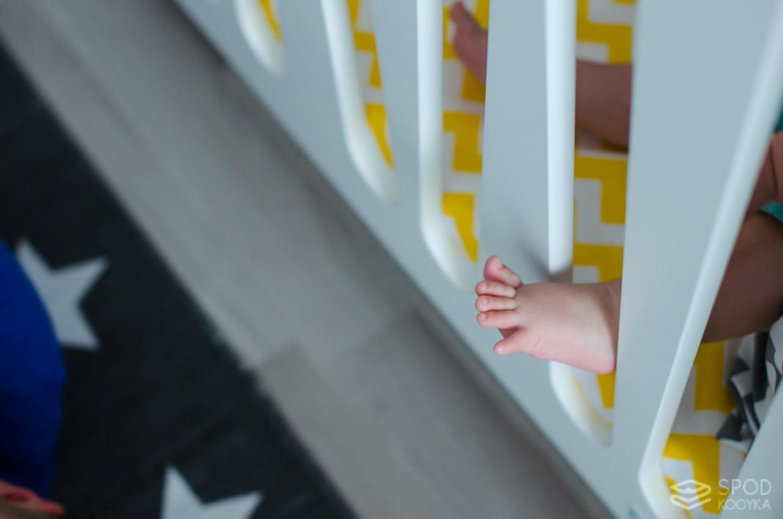nowoczesna fotografia dziecięca stopy