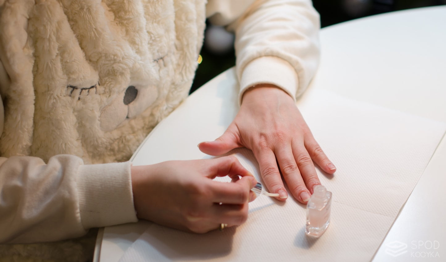jak zrobić manicure hybrydowy krok po kroku