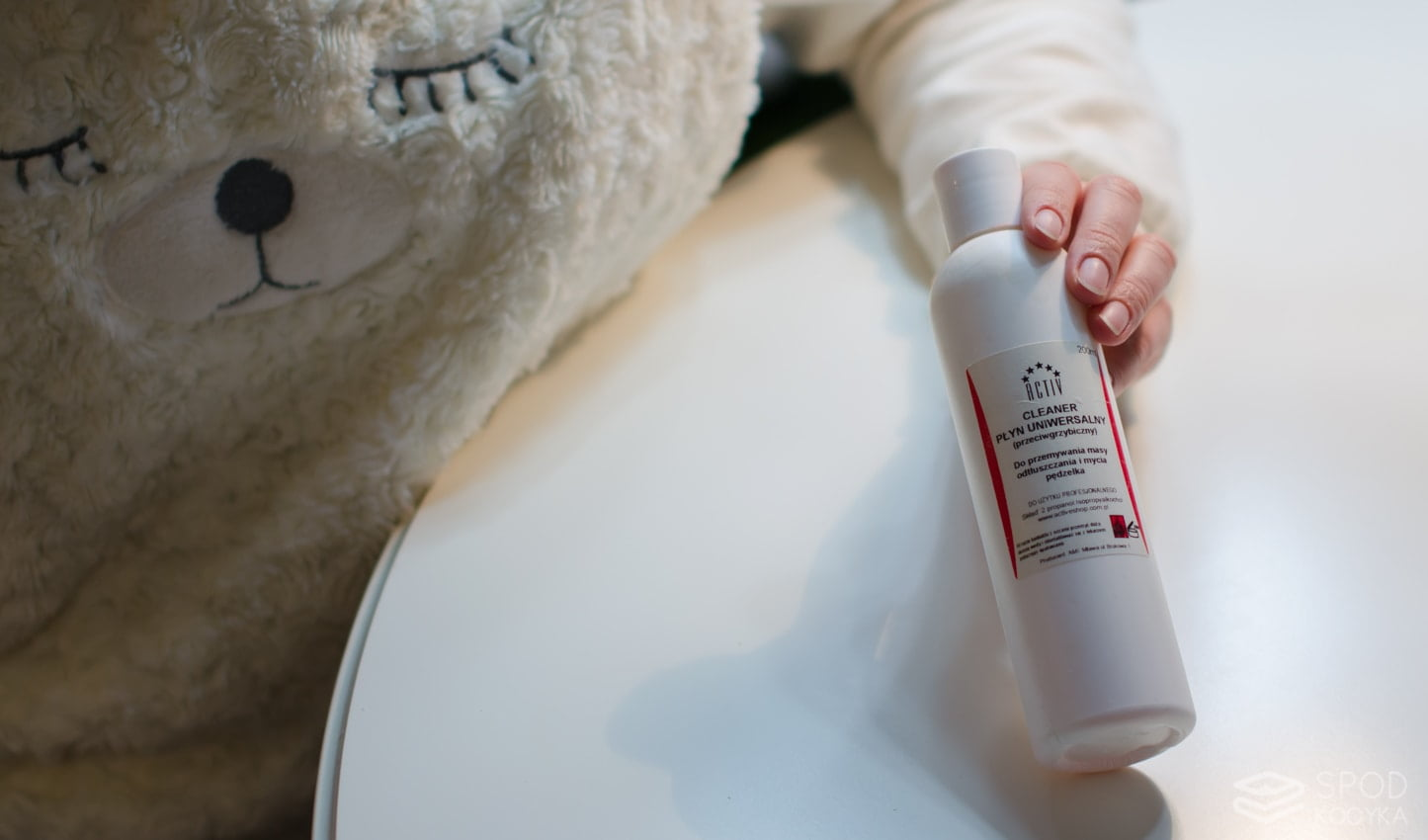 jak zrobić manicure hybrydowy w domu