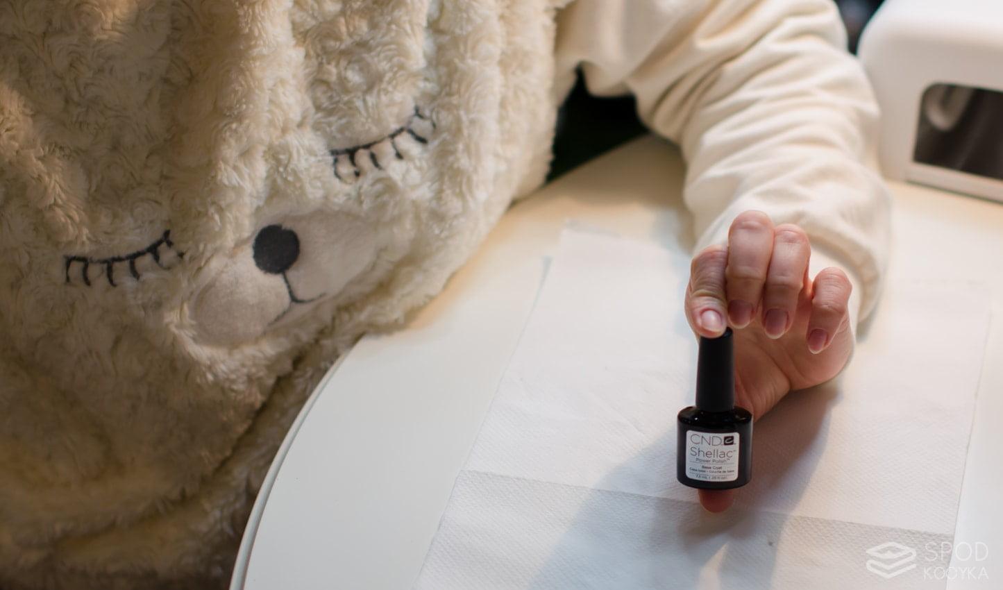 krok po kroku manicure hybrydowy