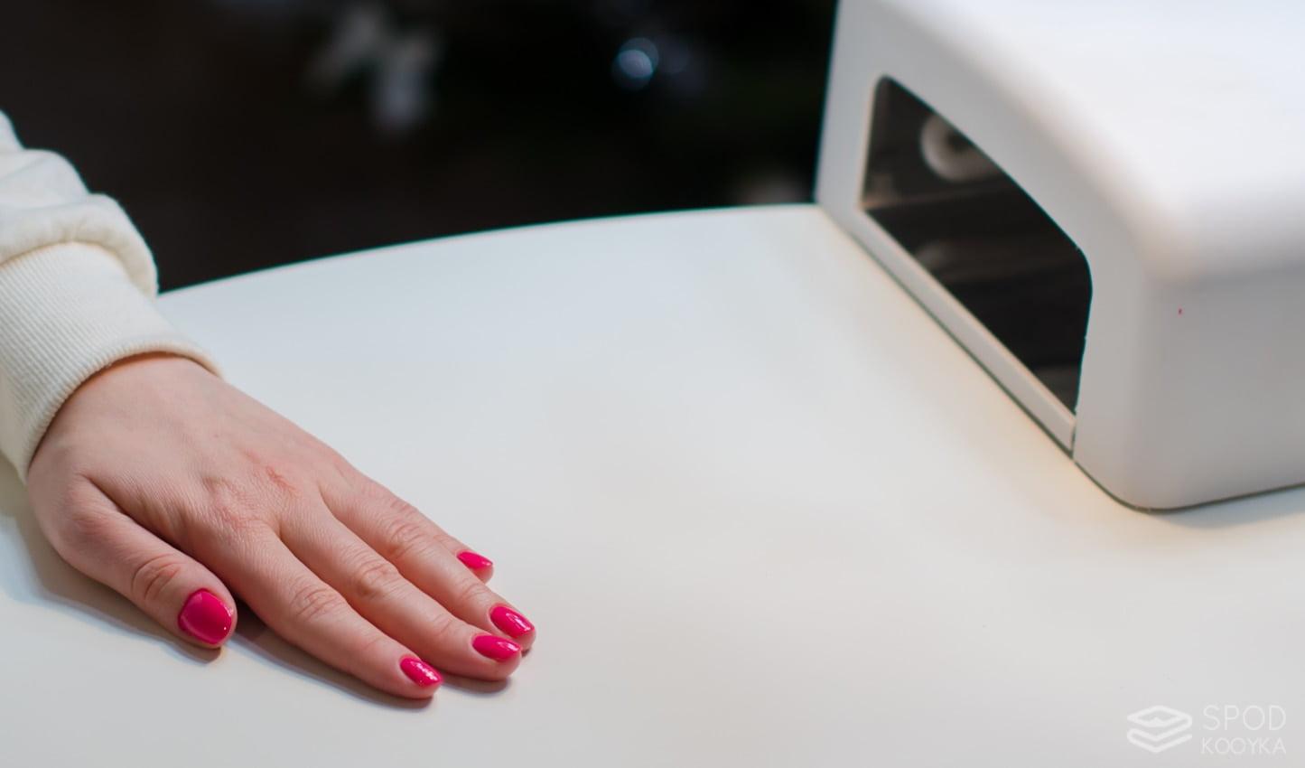 hybrydowy manicure jest bardzo trwały