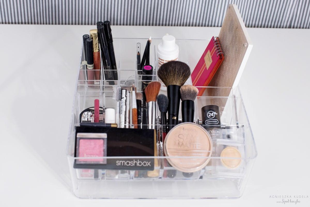 minimalistyczna kosmetyczka