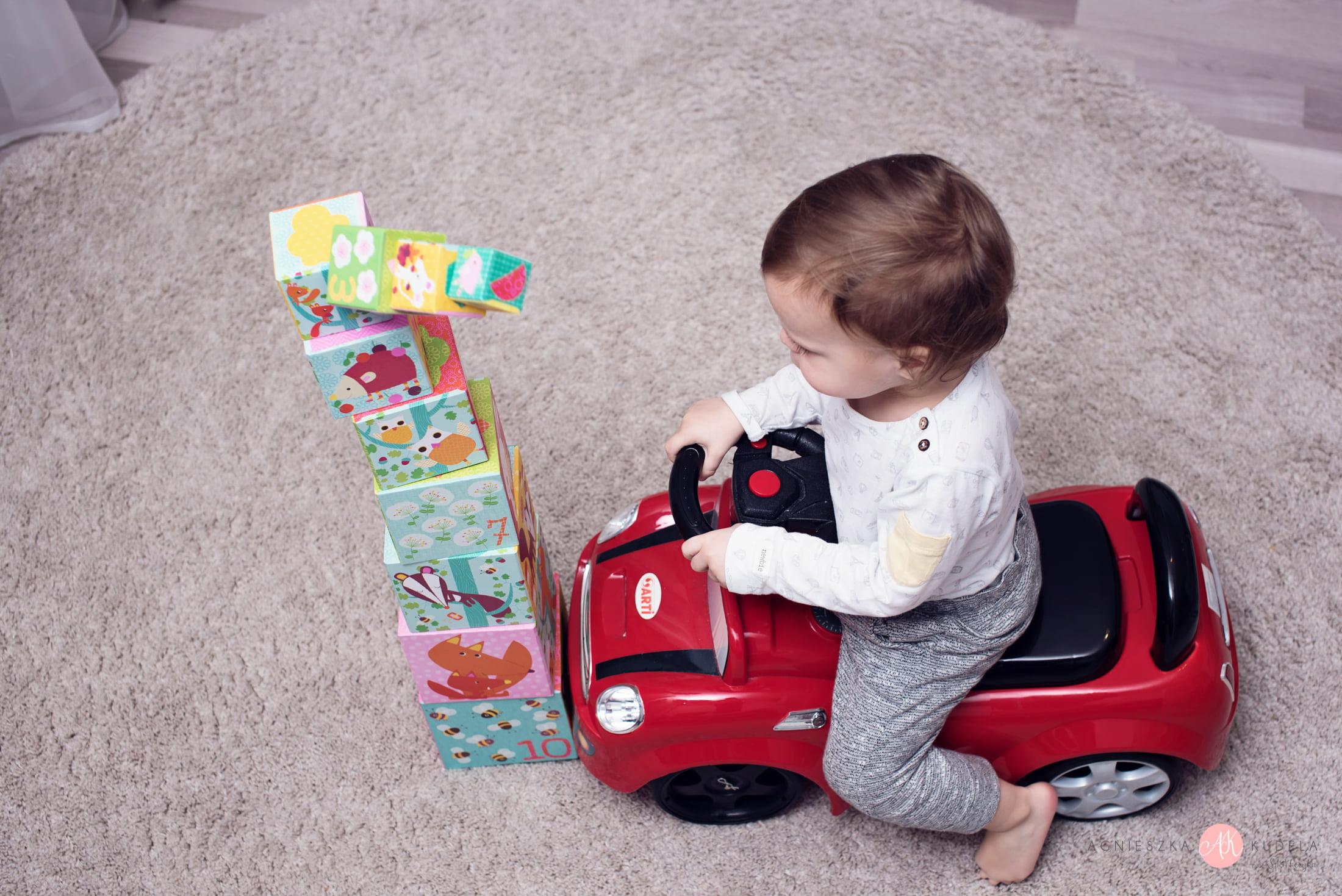 zabawki edukacyjne 2 lata