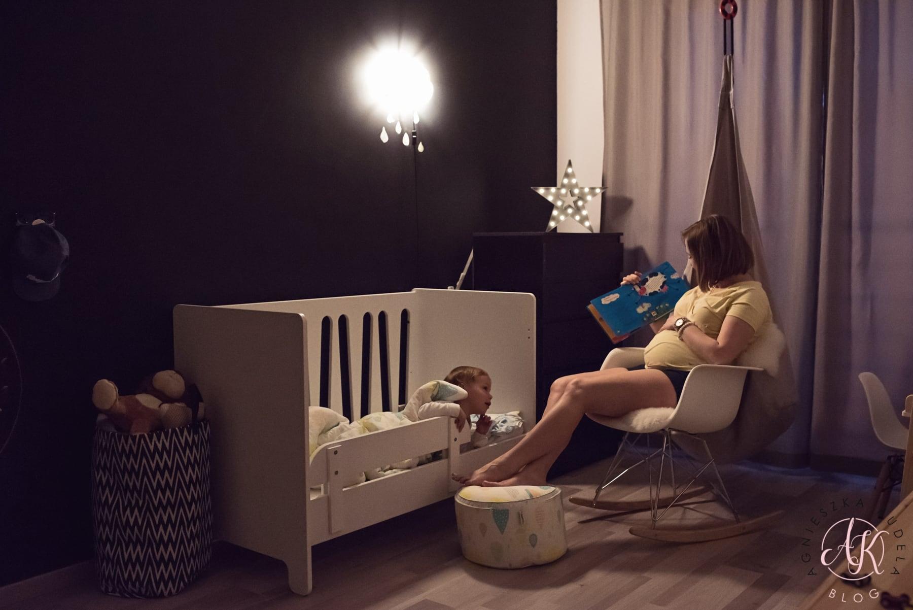 pokój dziecięcy łóżko lampka nocna