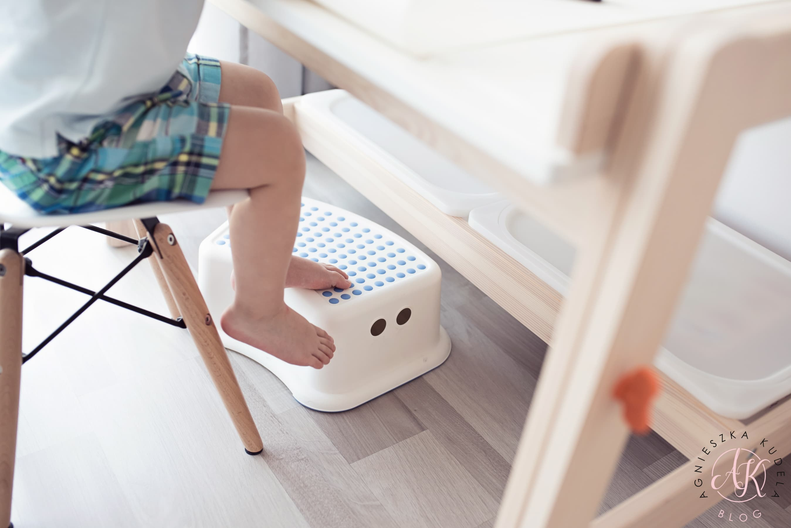 podnóżek do biurka dla dziecka