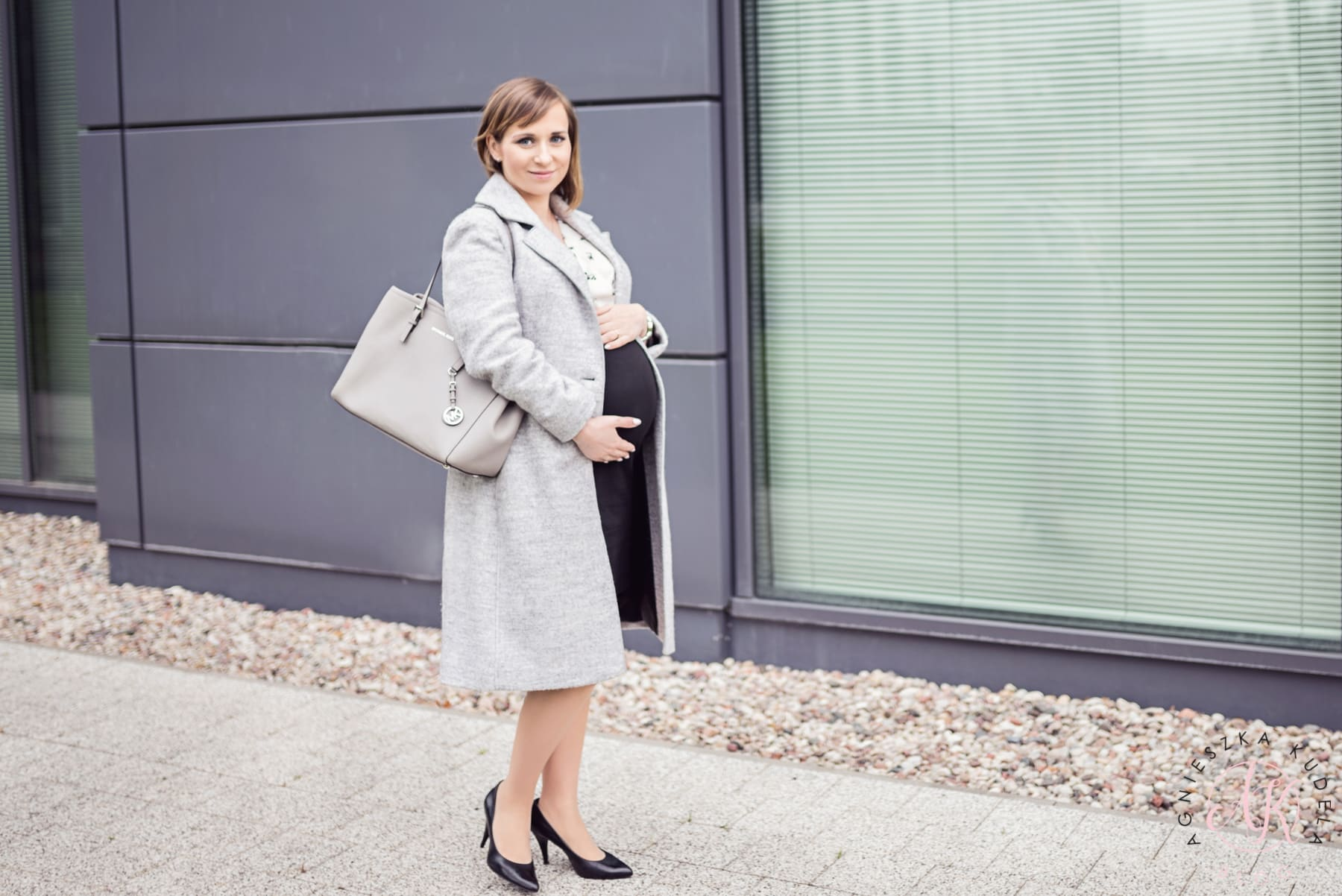 elegancka moda ciążowa