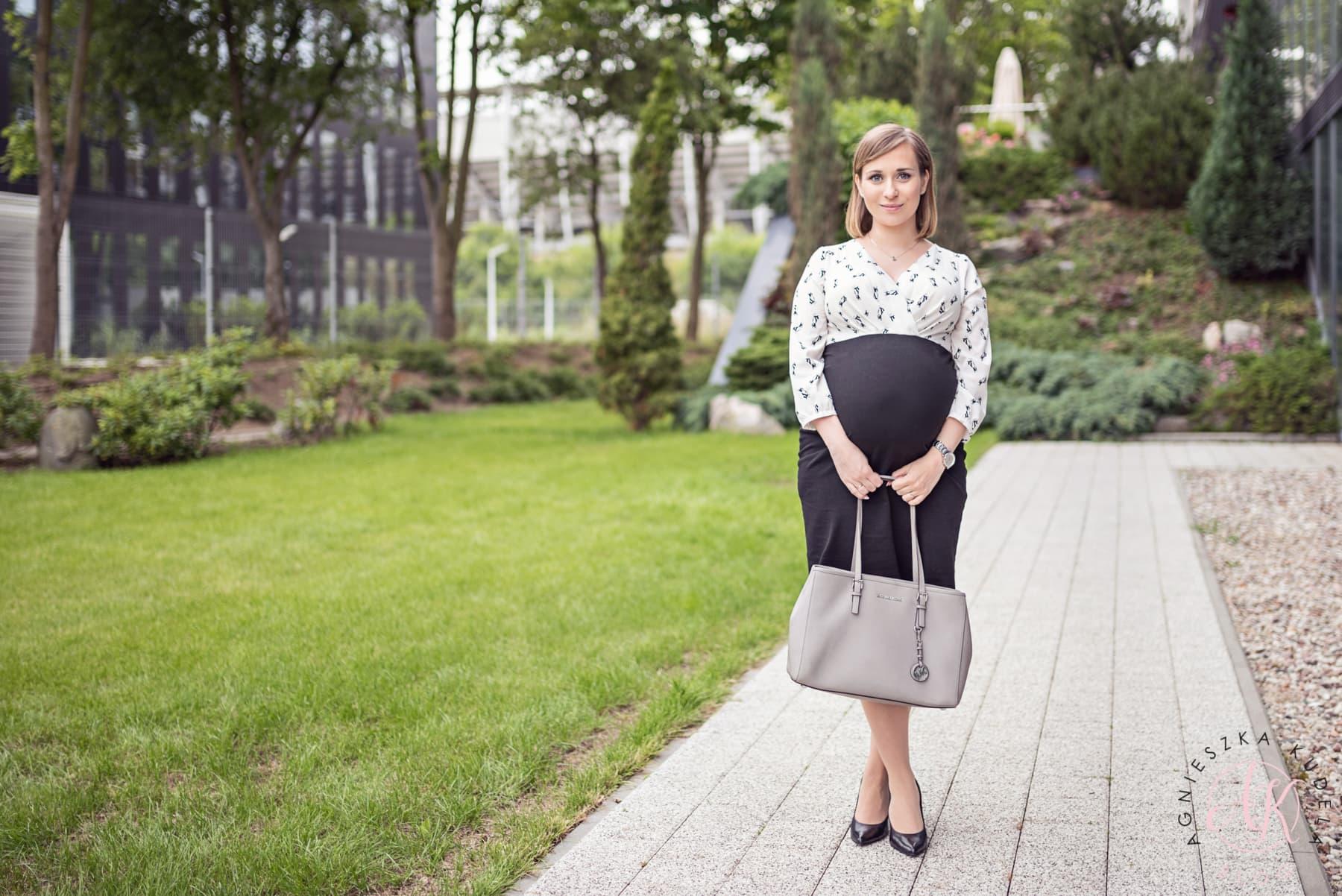 sukienka ciążowa na spotkanie biznesowe