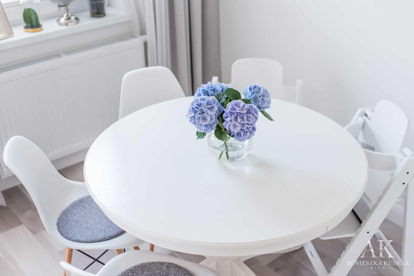 okrągły stół w jadalni