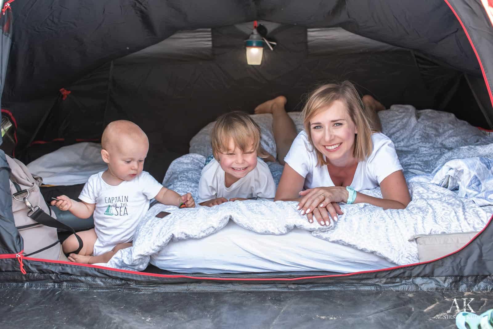 wakacje nad morzem z dzieckiem pod namiotem