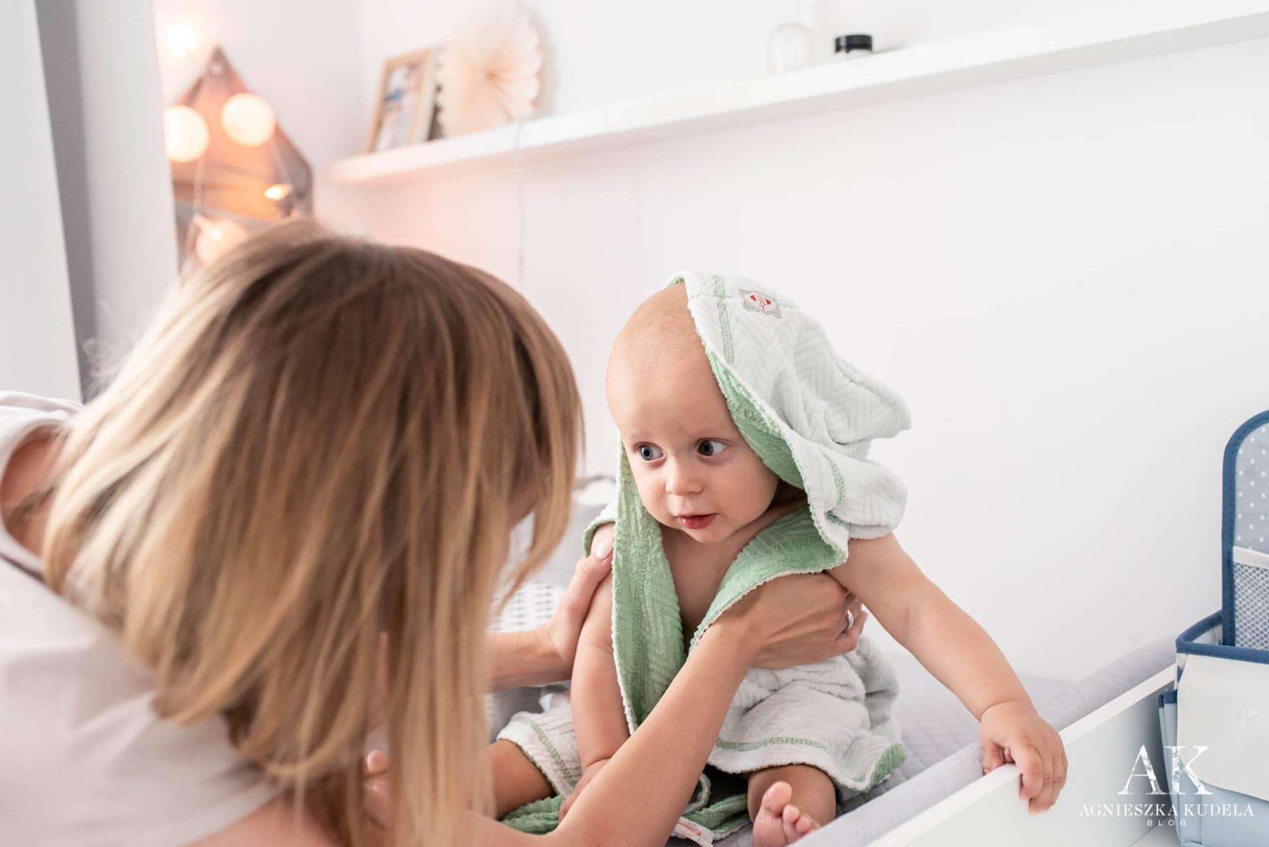 kąpiel niemowlaka wanienka na stojaku przewijak kącik dla dziecka