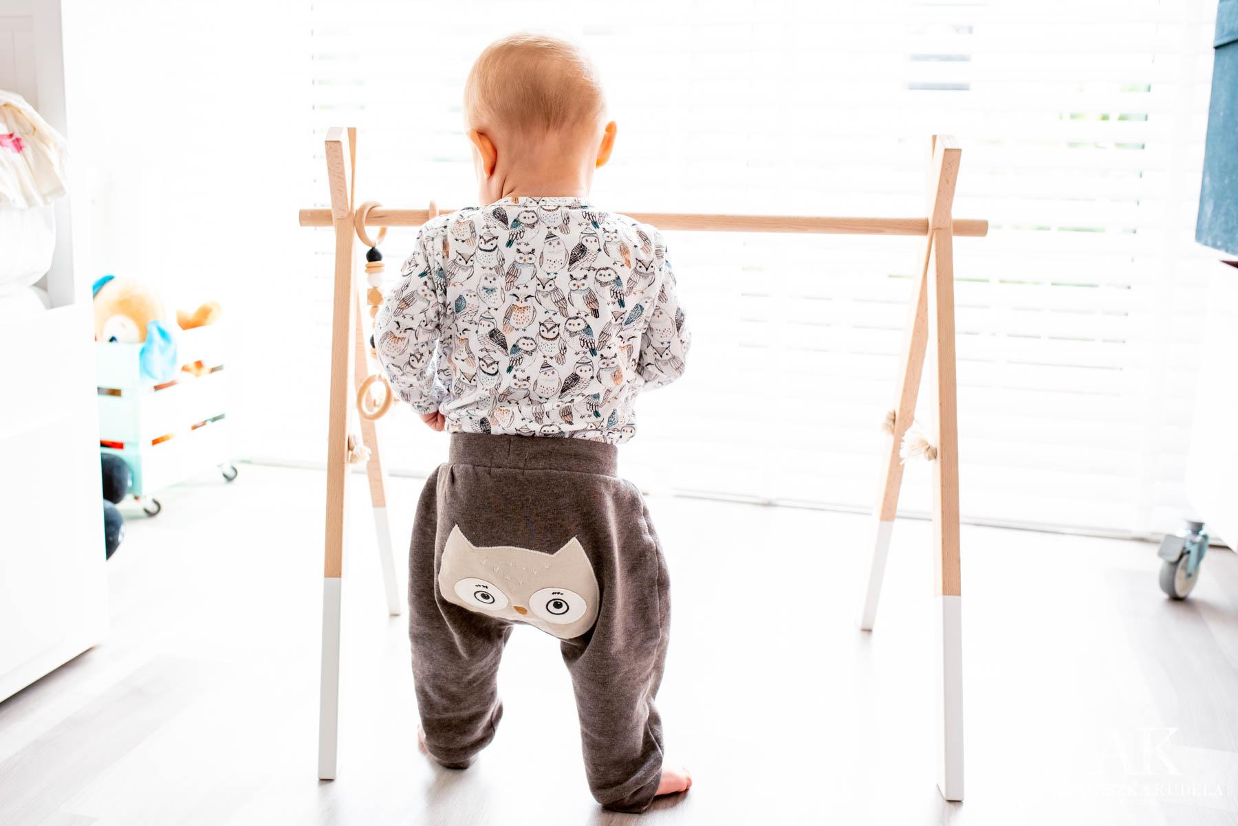 Baby Gym od Little Leaf zabawka sensoryczna