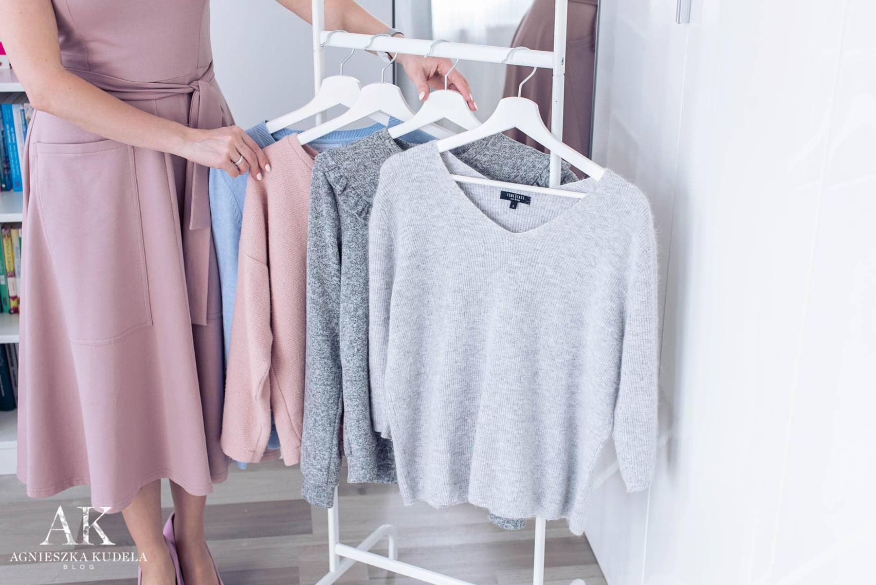 szafa kapsułowa swetry