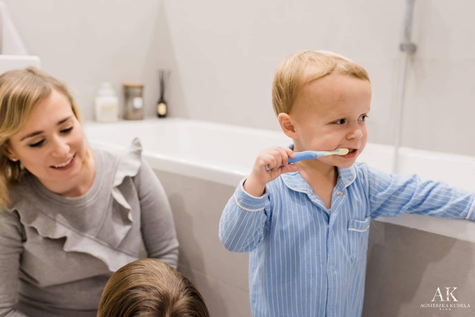 pierwsza szczoteczka do zębów