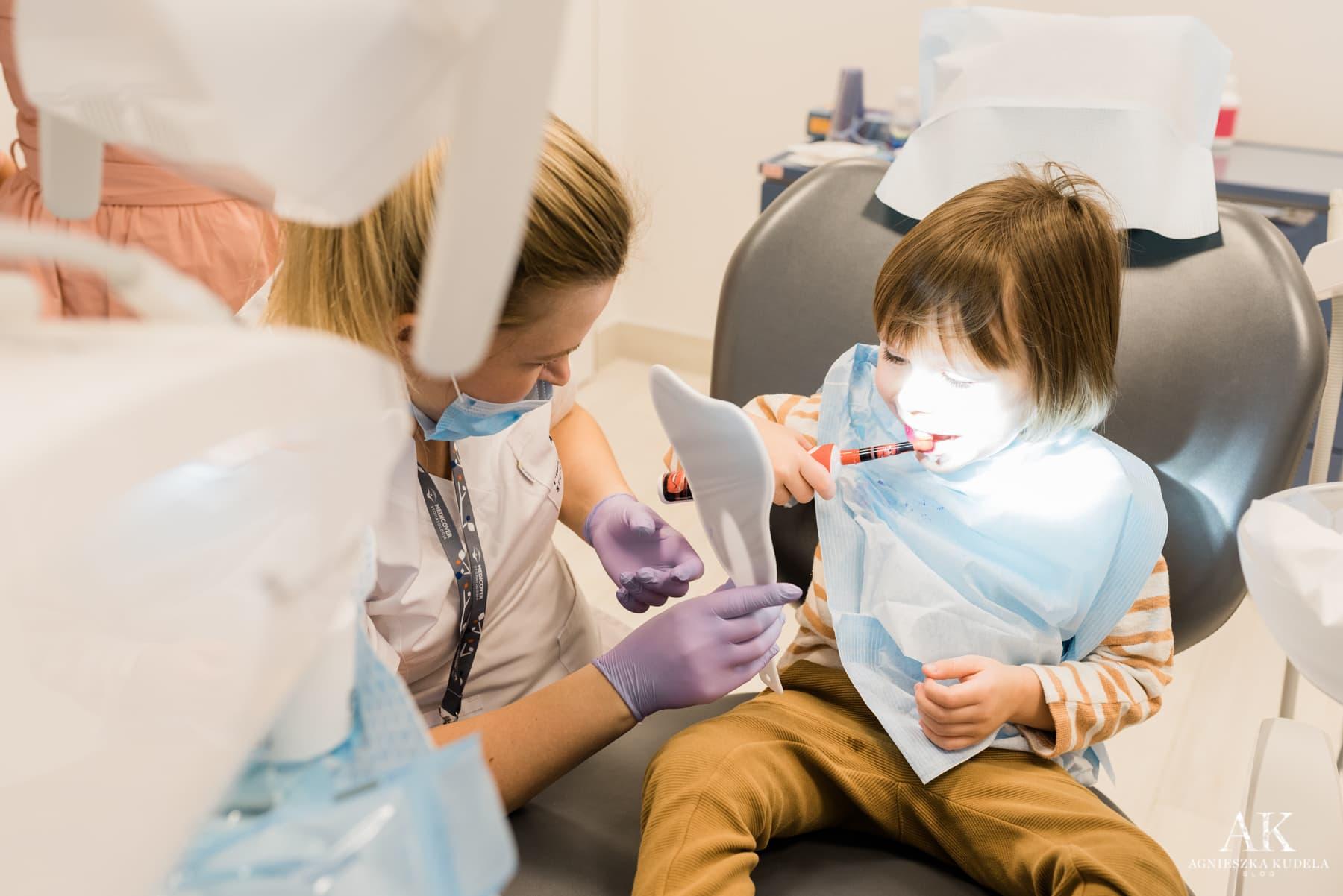 pierwsza wizyta u dentysty dziecka