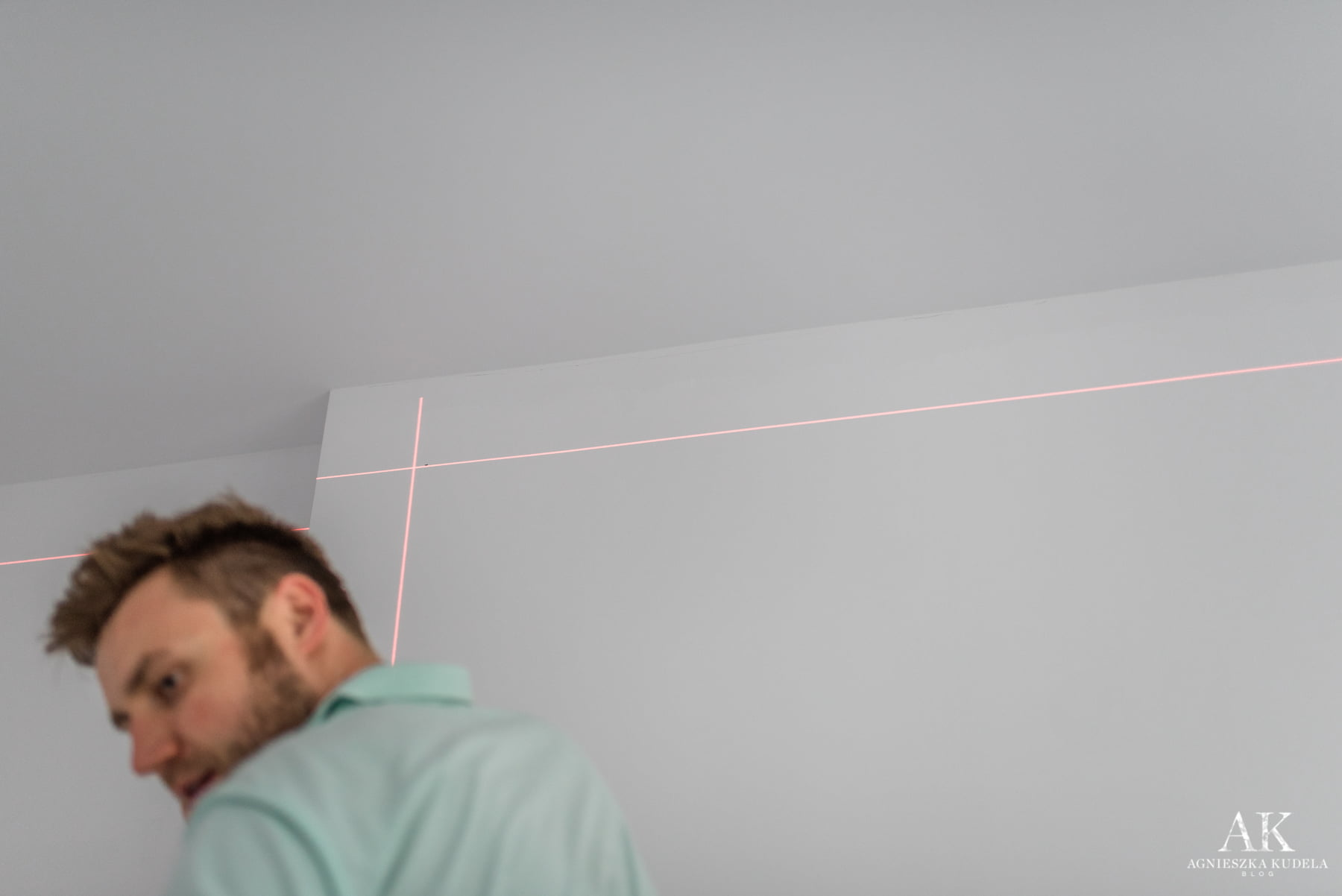 sztukateria na ścianie