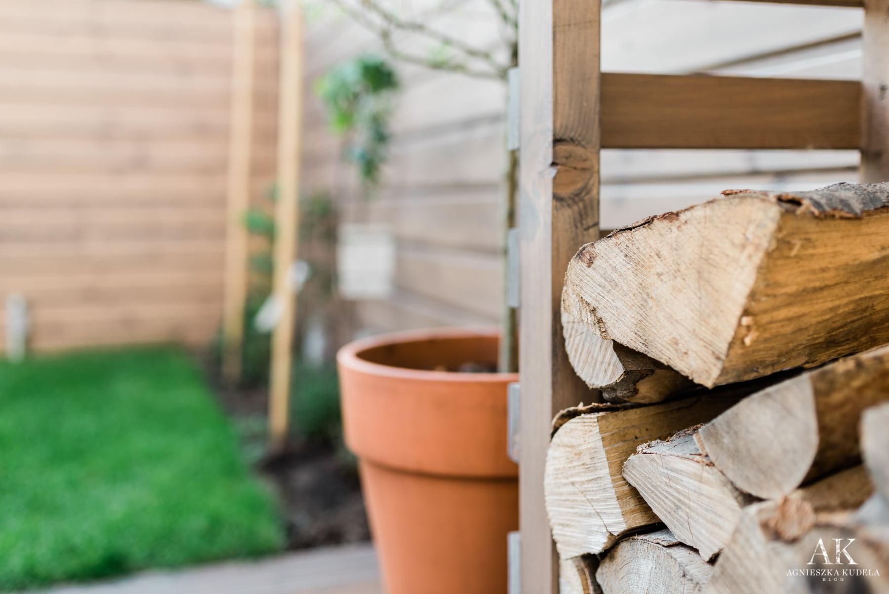 maly ogrodek drewutnia
