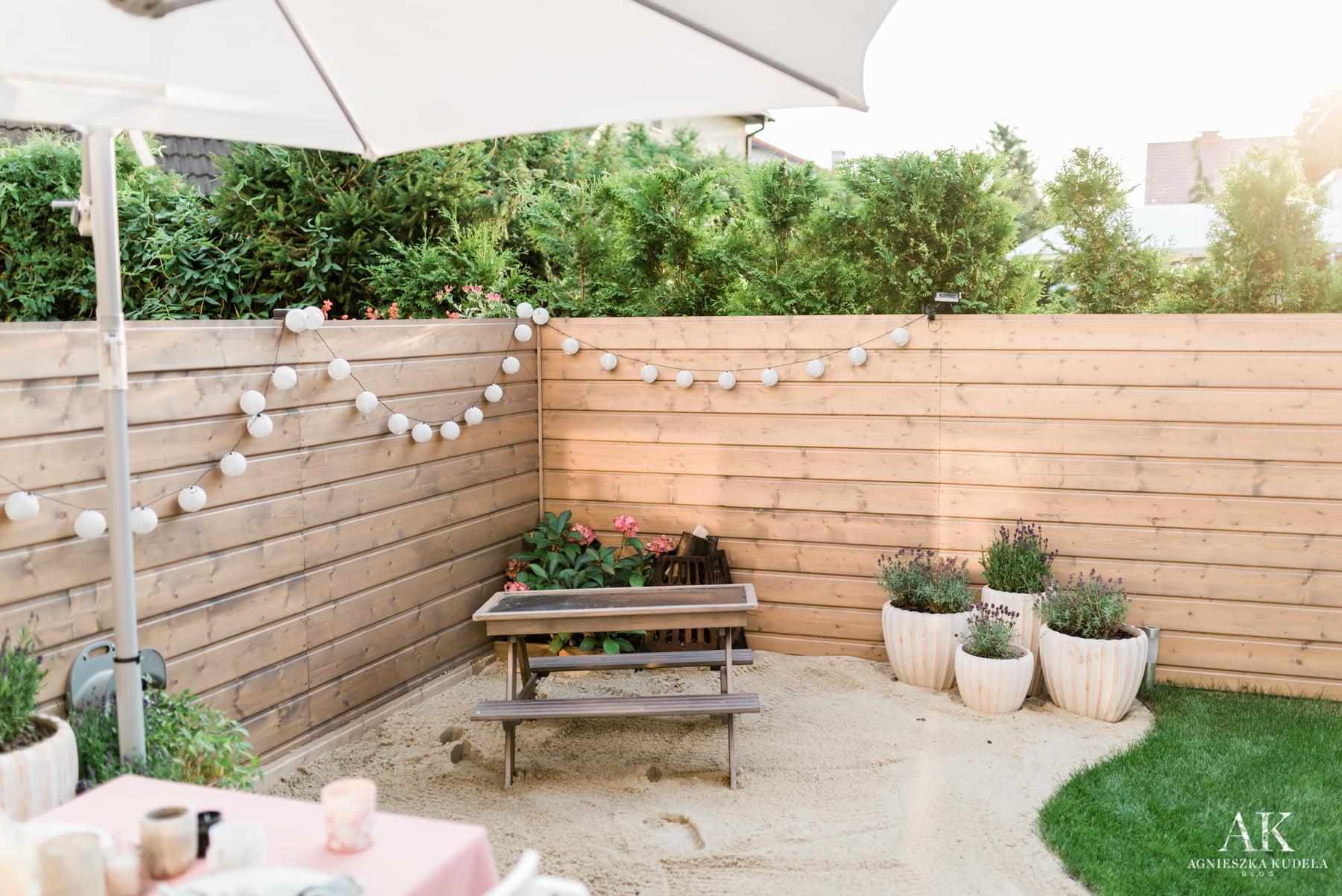 maly ogrodek ogrodzenie