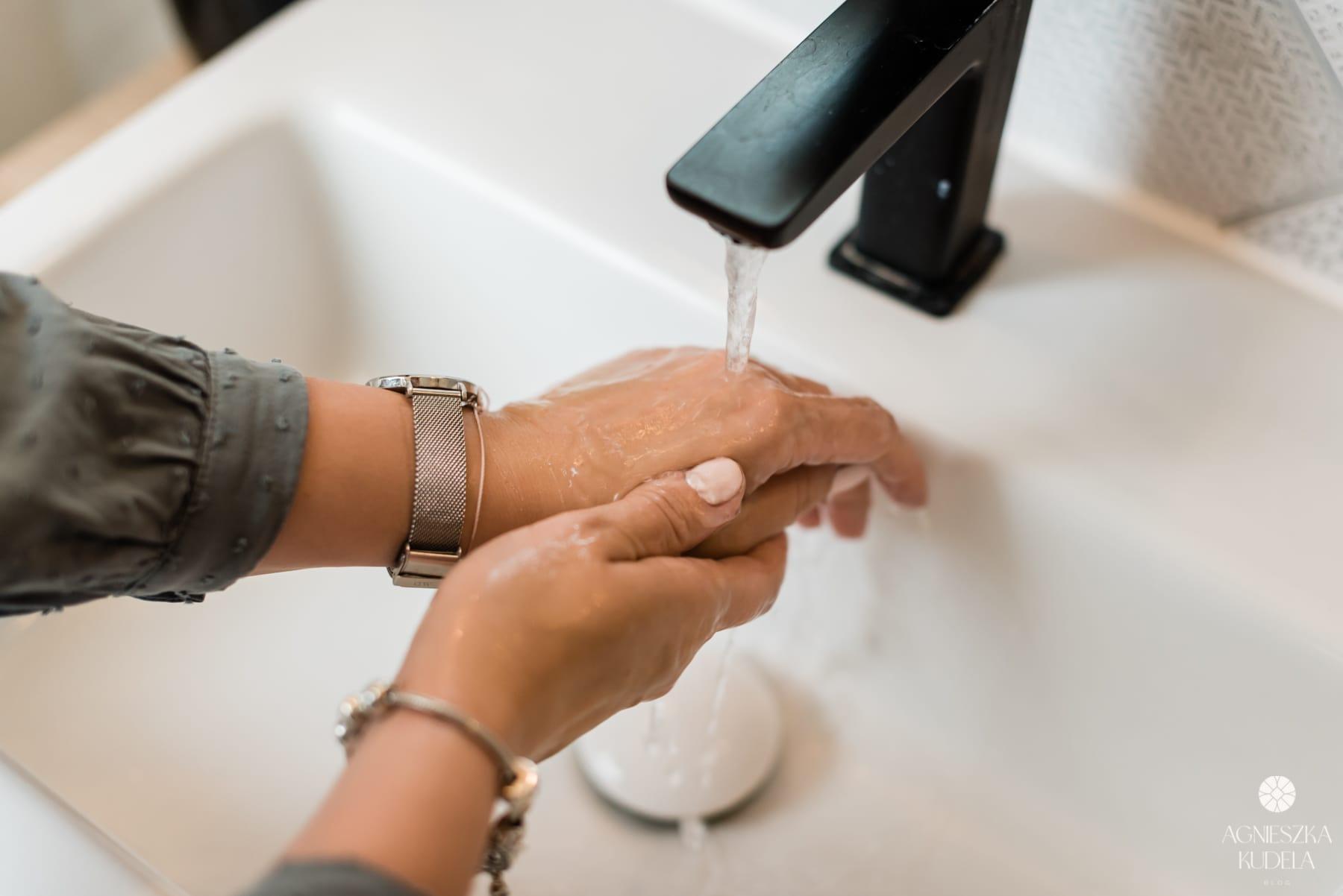 suche dłonie mycie